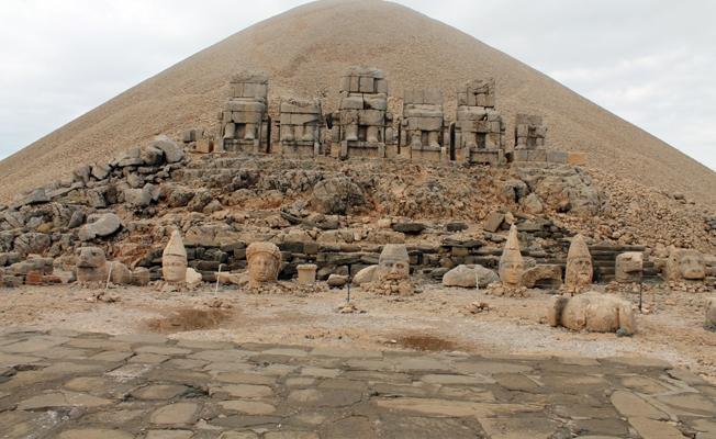 MEB, Kral Nemrud ile Kommagene Krallığı dönemini karıştırdı: Heykeller put olarak gösterildi