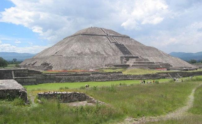 Meksika'daki Ay Piramidi'nin altında gizli tünel keşfedildi