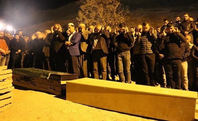 Şırnak'taki göçükte hayatını kaybeden yedi işçi gece yarısı toprağa verildi