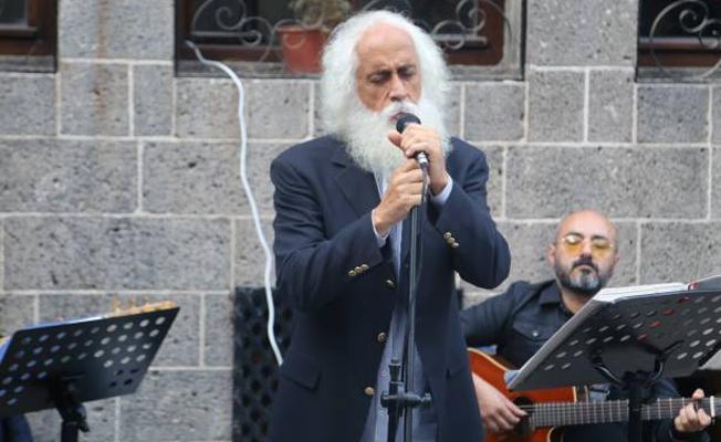 Suavi'den Sur'da konser: Anılarımız yok edilip TOKİ'ye teslim edilmesin
