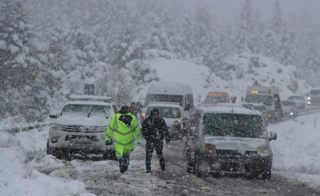 Akseki-Seydişehir yolu kardan kapandı