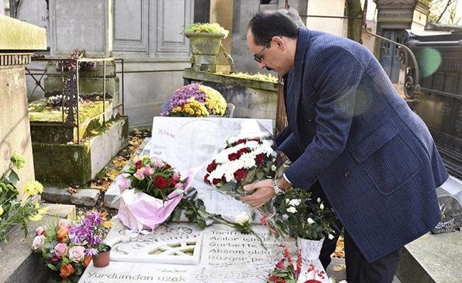 Cumhurbaşkanlığı Sözcüsü Kalın, Ahmet Kaya'nın mezarını ziyaret etti