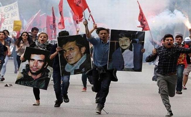 Deniz Gezmiş ve arkadaşlarının idam kararı internette satışa çıkarıldı
