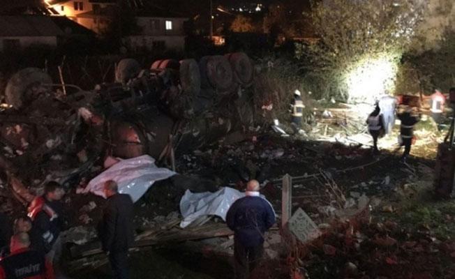 Düzce'de beton mikseri kahvehaneye girdi: Ölü ve yaralılar var