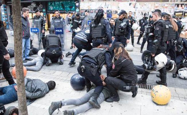 Ekim Devrimi yürüyüşüne müdahale: Gözaltılar var