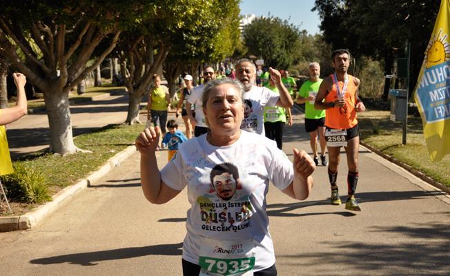 Emel Korkmaz, Ali İsmail Korkmaz Vakfı için Vodafone İstanbul Maratonu'na katılıyor