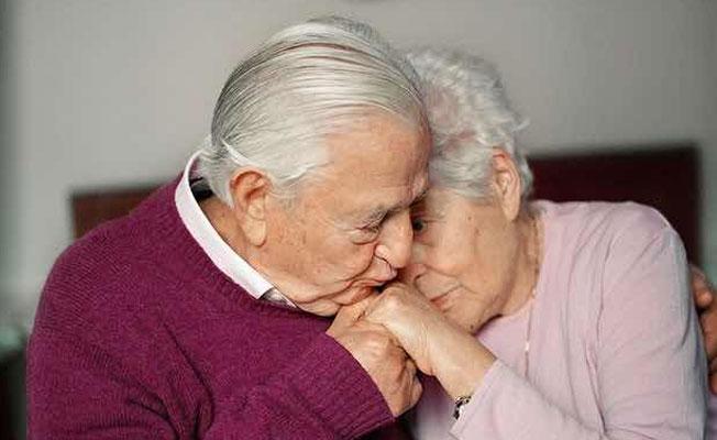 İngiliz bilim insanları: Evlilik bunama riskini azaltıyor