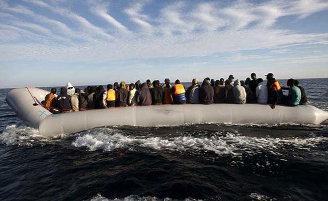 İzmir kıyılarında 68 göçmen kurtarılmaya çalışılıyor