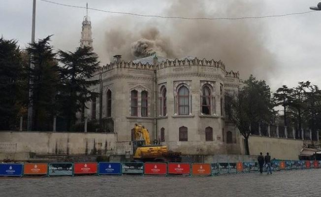 İstanbul Üniversitesi'nde yangın bilmecesi