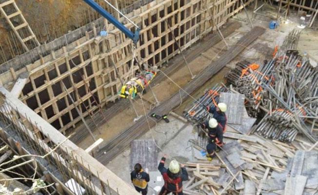 Kadıköy'de inşaatta beton mikserinin borusu patladı