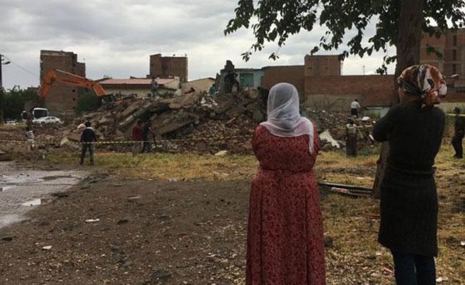 Kentsel dönüşümün devam ettiği Sur'da 40 tescilli yapının yıkıldığı iddia edildi