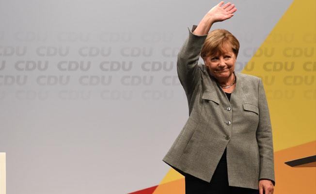 Merkel'den erken seçim açıklaması