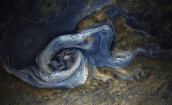 NASA'nın Juno uydusu Jüpiter'deki dev fırtınayı görüntüledi