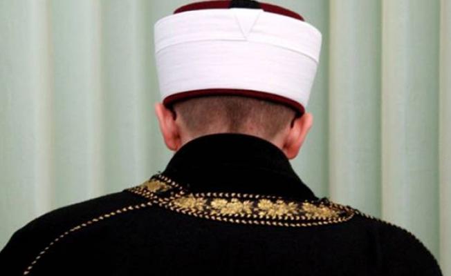Sirenler çalarken pazarda dua ettiren imama soruşturma