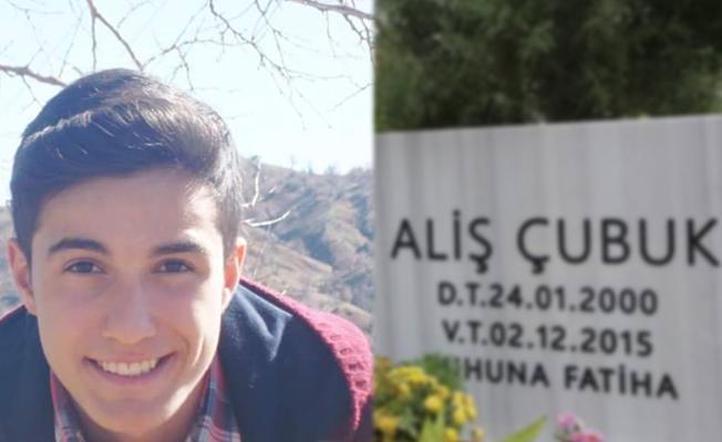 Sur'da öldürülen Çekvar Çubuk'un mezar taşındaki Kürtçe adı silindi, aile onarınca evine baskın yapıldı