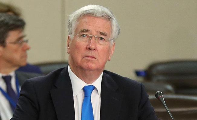 Tacizle suçlanan İngiltere Savunma Bakanı istifa etti