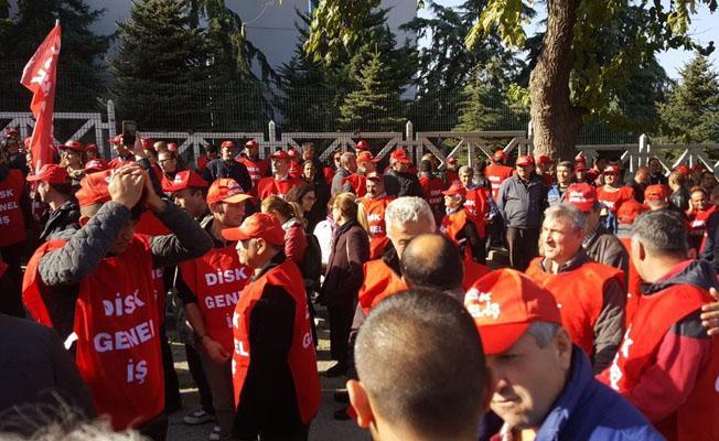 Taşeron işçilerden Çalışma Bakanlığı önünde protesto