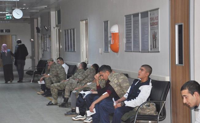 70 asker, yedikleri yemekten zehirlenerek hastaneye kaldırıldı