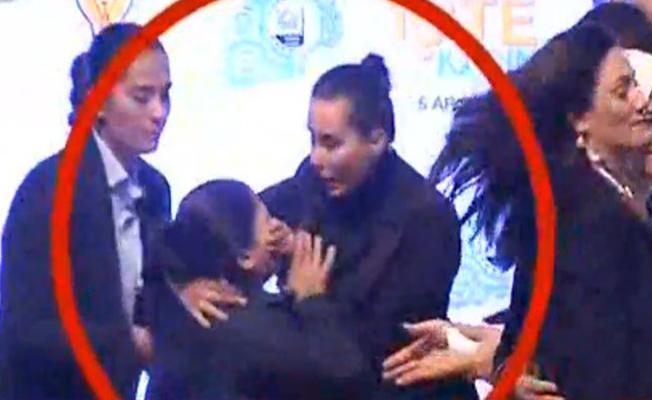 AKP'nin Kadın Konferansı'nda korumalardan kadına sert müdahale