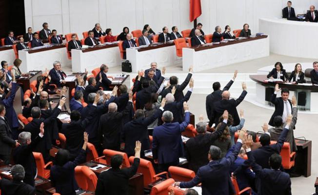 AKP'nin 'Meclis tatile girsin' önerisine muhalefetten tepki