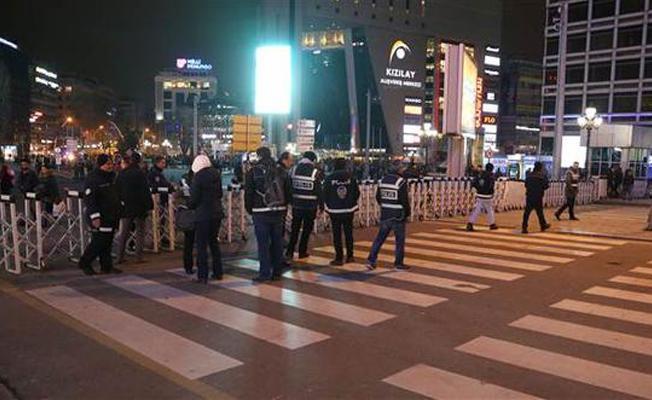 Ankara'da Kızılay Meydanı trafiğe kapatıldı