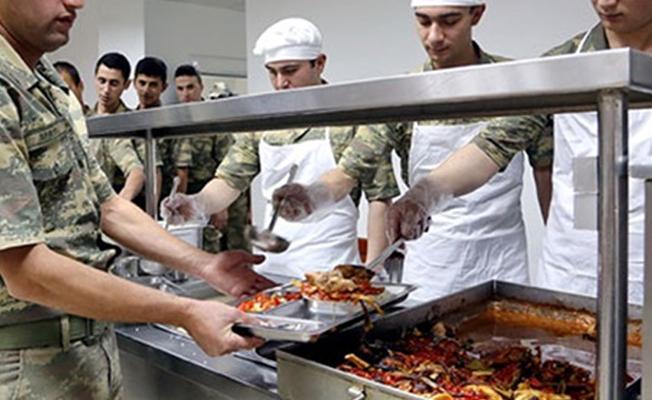 Askere at eti yedirildiğini Bakan Canikli doğruladı