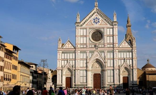 Çocuklara cinsel tacizle suçlanan İtalyan rahibe gözaltı