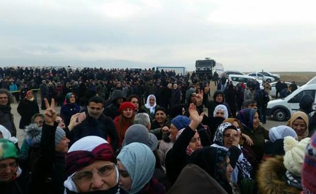 Demirtaş'ın davasına katılmak isteyenler yollarda durduruldu
