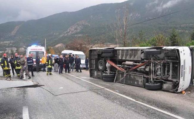 Denizli'de öğrenci servisi kaza yaptı