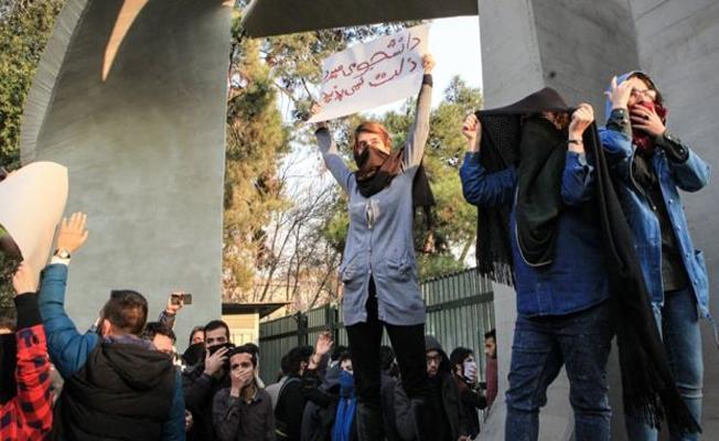 Eylemlerin devam ettiği İran'da sosyal medyaya engel