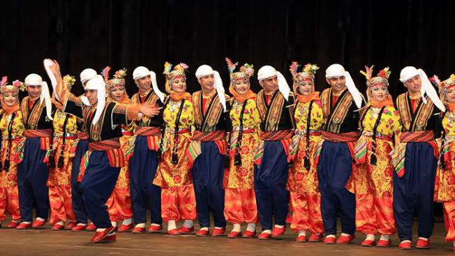 Halk oyunları yarışması için Macaristan'a gittiler, iltica ettiler