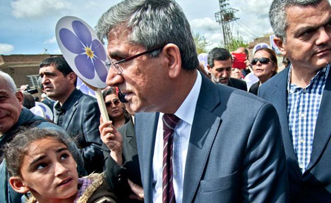 Meclis Tahir Elçi cinayetini aydınlatacak soruları iade etti