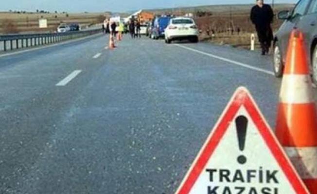 Minibüs bekleyen yolculara çarptı kaçtı: 2 ölü