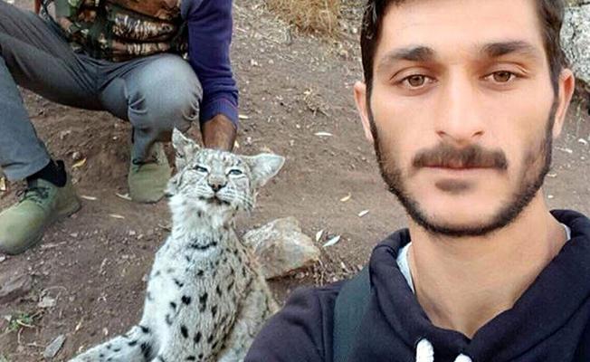 Nesli tükenmekte olan vaşağı öldürüp selfie çektiler
