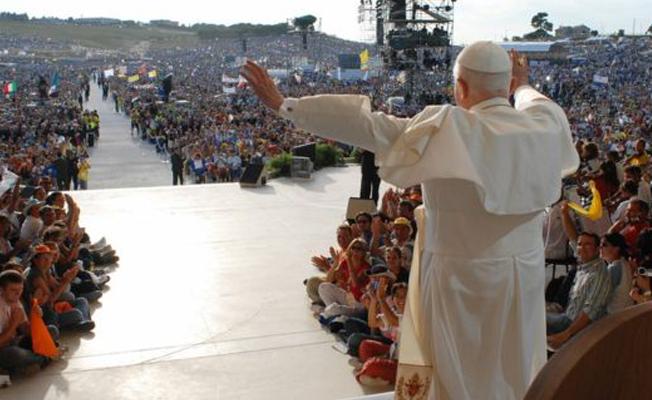 Papa: Şeytan gerçek bir kişi, adı ve soyadı olduğuna eminim