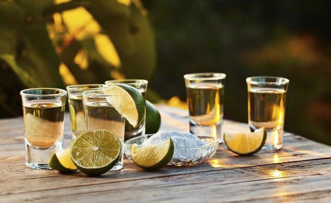 Sahte içkiden ölenlerin cenazesine gelenlere aynı içki ikram edildi: 12 ölü