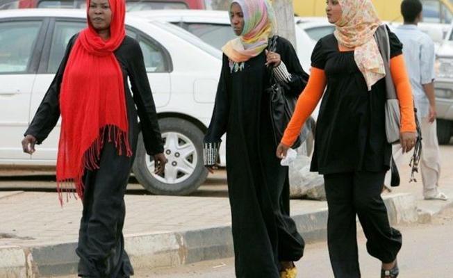 Sudanlı kadınlar pantalon giydikleri için 'ahlâk dışı davranmakla' suçlanıyor