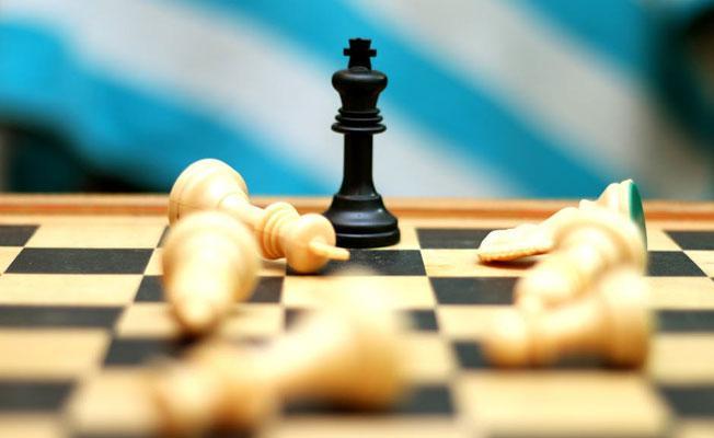 Yapay zeka 4 saatte satranç öğrenip şampiyonu yendi