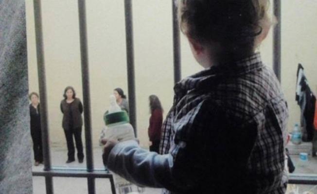 624 çocuk anneleriyle cezaevinde