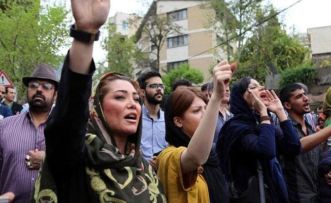 İran, ilkokullarda İngilizceyi yasakladı