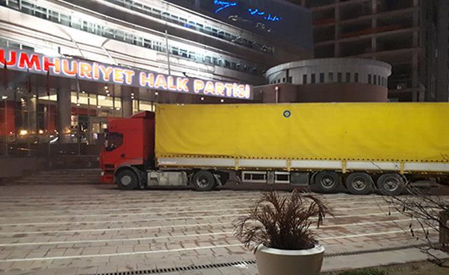 CHP'li vekiller kamyoncuların sorunlarına dikkat çekmek için İstanbul'dan Anakara'ya TIR'la gittiler