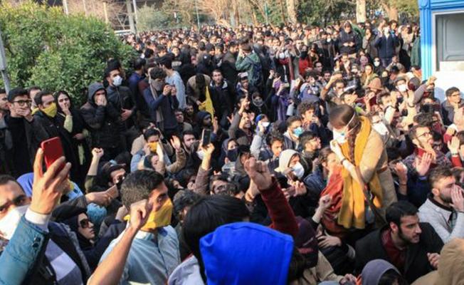 İran'da protestoların kaynağı kemer sıkma politikaları mı?