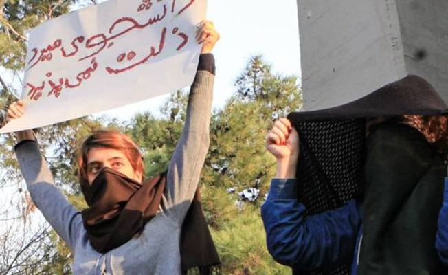 İran'daki hükümet karşıtı protestolarda 10  kişi hayatını kaybetti