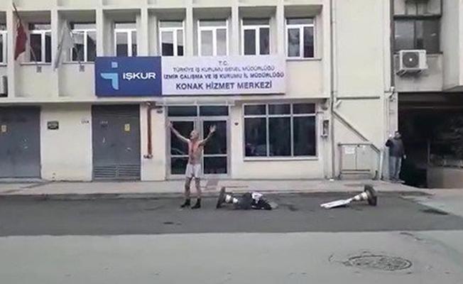 Maaşını alamayan işçi İŞKUR önünde soyundu: Bu devleti protesto ediyorum, işçiyim ben, aç işçi