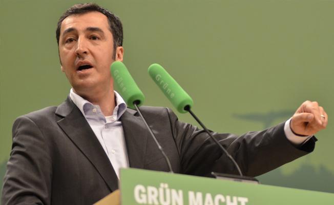 Özdemir: Rehine serbest kalsın diye tank fabrikası kurmak absürt