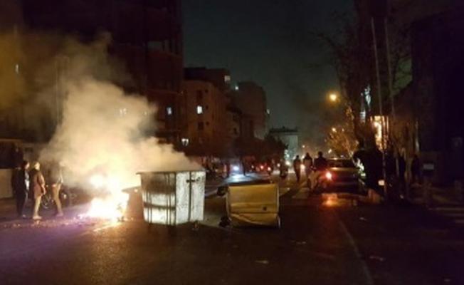 Reuters: İran'da eylemciler polise ateş açtı