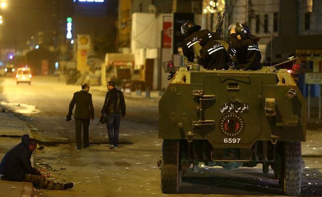 Tunus'ta binlerce kişilik zam protestoları: 1 kişi hayatını kaybetti
