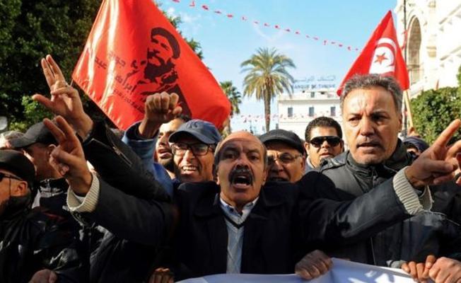 Tunus'ta reform sözlerine rağmen protestolar sürüyor