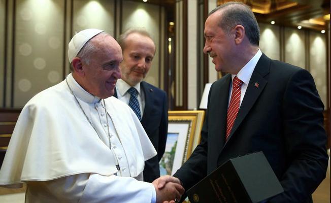 """""""Erdoğan, Papa ile görüşmek için Vatikan'a bağış yaptı"""""""