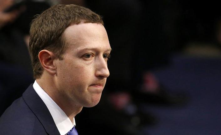Zuckerberg yine özür diledi